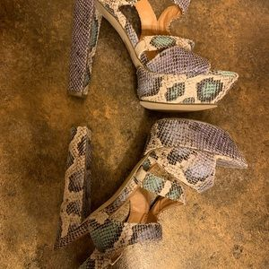 🌈 🛍2/$30 C Label Joyce faux snakeskin platform